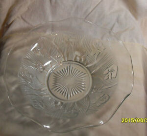 Vintage Depression Glass Iris & Herringbone – Serving Bowl Decor