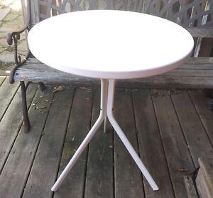 Bistro Table metal white Kitchener / Waterloo Kitchener Area image 1