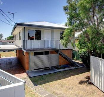 Top floor Only of House, 3 bedrooms with own bathroom and kitchen Acacia Ridge Brisbane South West Preview