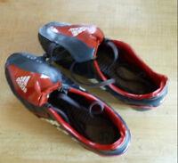 Souliers de soccer Adidas pour Fille à crampons (Gr: 7 US)