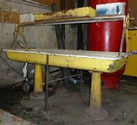 Lavabo antique sur pied / sink on pedestal