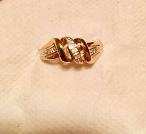 10k Yellow gold ring with small diamonds