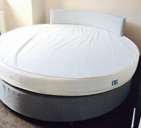 Round double bed