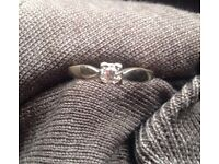 size s white gold and diamond ring
