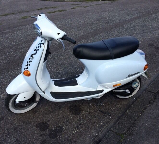 piaggio vespa et2 50cc scooter excellent condition mot. Black Bedroom Furniture Sets. Home Design Ideas