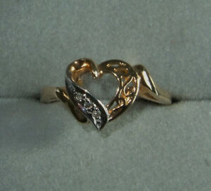10K WHITE AND YELLOW GOLD HEART-SHAPED RING FEATURING 3 DIAMONDS