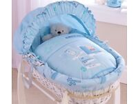 Clair de lun white wicker Moses basket with stand