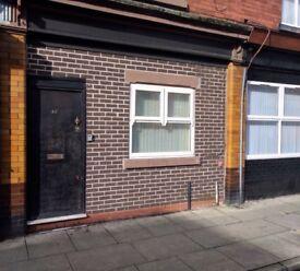£50 pw single room bills included no fees no deposit no contract