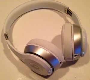 SUPERBE CASQUE WIRELESS BEATS SOLO 2 BLANC & SILVER COMME NEUF !