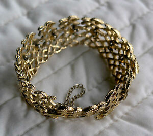 Cosmetic Gold Bracelet (With Security Chain)