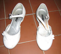 CHAUSSURES (TAILLE ET PRIX VARIE / SIZE & PRICE VARIES) - FERME