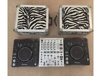 2 x mint condition Pioneer CDJ 1000mk3 with Beringer DJX700 mixer and flight cases