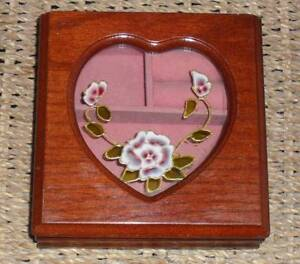 VINTAGE WOOD JEWELLERY BOX WITH GLASS HEART TOP & VELVET INTERIOR Labrador Gold Coast City Preview