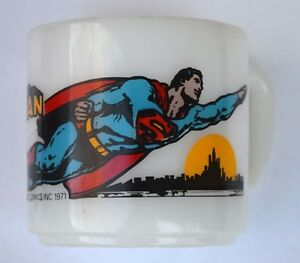 SUPERMAN-FLYING-GLASS-MUG-1971-Vintage-DC-Great-Condition