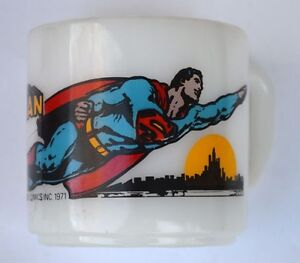 SUPERMAN-FLYING-GLASS-MUG-1971-Vintage-DC-Great-Condition