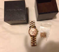 OVERSIZED MICHAEL KORS RUNWAY WATCH IN ROSE GOLD