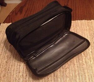 TOILETRY BAG Comox / Courtenay / Cumberland Comox Valley Area image 2