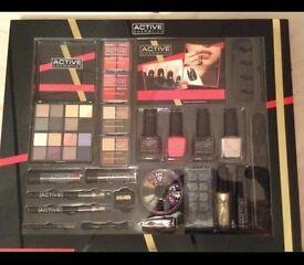 Large make up gift set