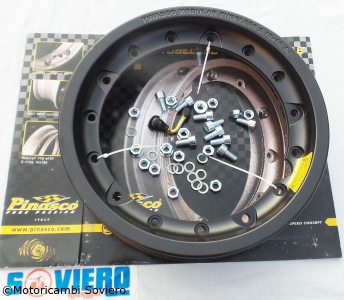 Tubeless Circle Pinasco BLACK Vespa 50 Special 125 150 PX PE