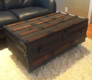 Antique Steamer Trunk 1920's - great Coffee Table