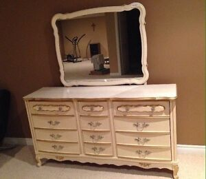 BONNET French Provincial 12-drawer dresser with mirror