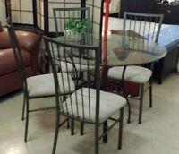 Table 4 Chaises de Cuisine Neuve pour 399$ TPS incluse