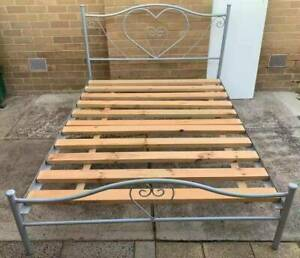 Excellent metal queen bed frame only for sale. Pick up or deliver