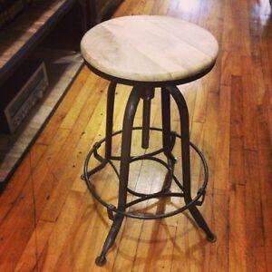 Tabouret en metal annonce acheter et vendre meubles for Acheter des meubles a montreal