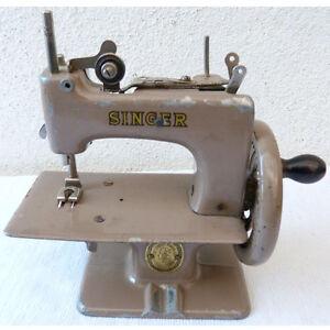 jouet ancien petite machine a coudre marque singer fonte de fer ebay. Black Bedroom Furniture Sets. Home Design Ideas