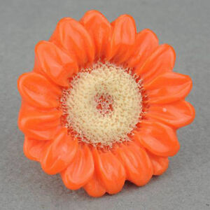 Carved Lucite Sunny Floral Cocktail #6.5 Ring--NEW!!