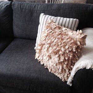 Decorative pillow Regina Regina Area image 1