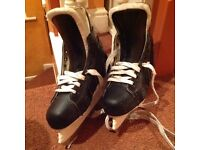 Ice hockey skate in as new condition. Size 4.