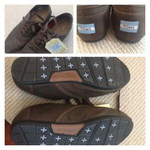 Mens Toms new 9.5 brown shoes