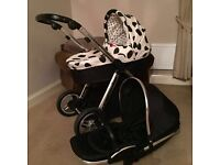 Oyster max with carry cot and older seat car seat ..