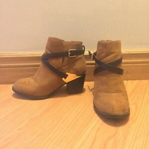 Suede heeled booties - size 5