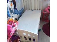 Cot bed /mama and papa