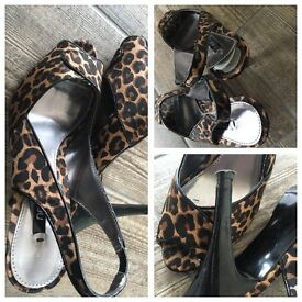 Used shoes heeled size 6