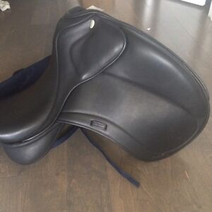 English dressage saddle selle Anglaise dressage Santa Cruz