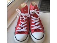 Ladies Converse Size 5 in New Condition