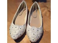 Cream wedding flat shoes. Size 4. New