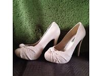 Size 5 nude heels new!