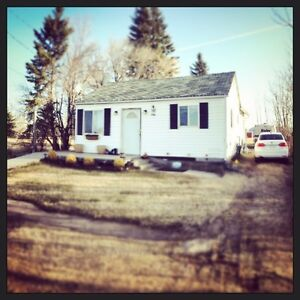HOUSE SITTING!! Vacation with peace of mind  Strathcona County Edmonton Area image 1