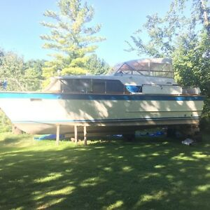 36' cabin cruiser / beautiful / Chris Craft
