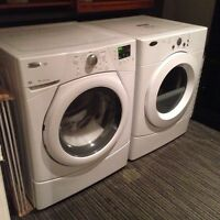 Laveuse sécheuse 1 an d'usure. Washer and dryer 1year old.