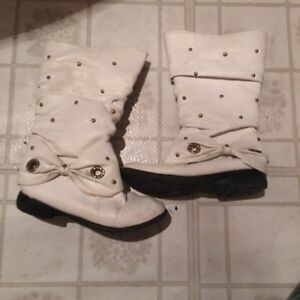 Girl white leather boot (Eur kid size 30/ us size 9/10)