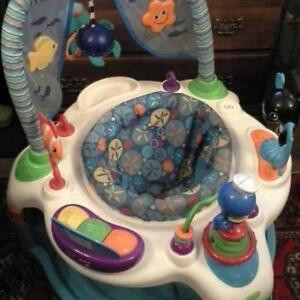 Exersaucer with 3 height adjustments