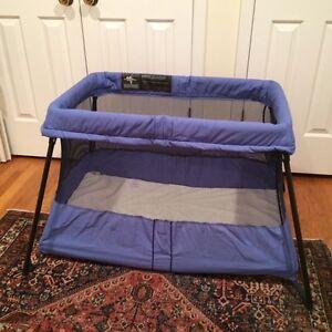 Baby Bjorn Travel Light Crib (almost new) Blue