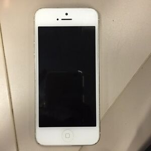 White 32GB iPhone 5 for parts London Ontario image 1