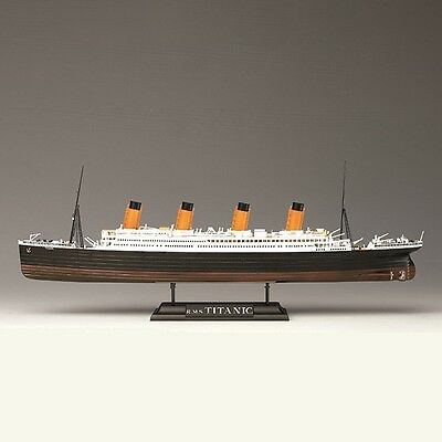 Academy R.M.S. Titanic ship with LED lights 1/700 plastic model kit new 14220