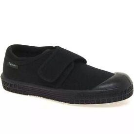 Children's Clarks School PE Shoes Black Plimsoles Immaculate Boys Girls Size 9.5 G